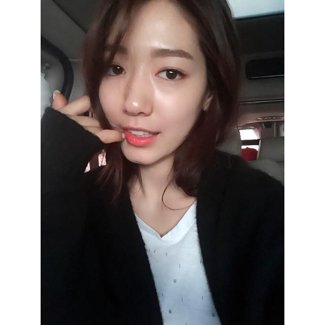 朴信惠的經紀公司也發表官方立場表示 「雖然朴信惠正在海外,我們還要跟她確認, 但是據公司所知,兩個人沒有戀愛,只是好朋友。」 否認了戀愛說!
