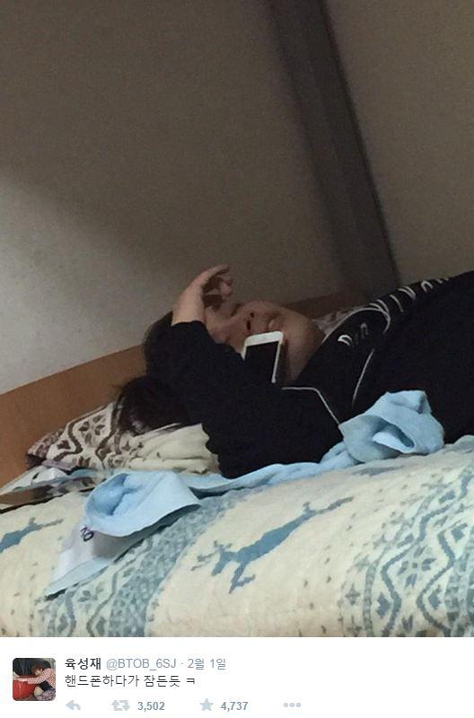連睡著了都不忘要娛樂大家XDDD 陸星材:講電話講到一半睡著..