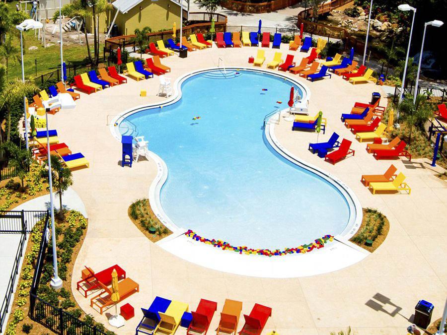 看完飯店內部設計,再來看看外部~大人小還都熱愛戲水,渡假必備游泳池!!!!