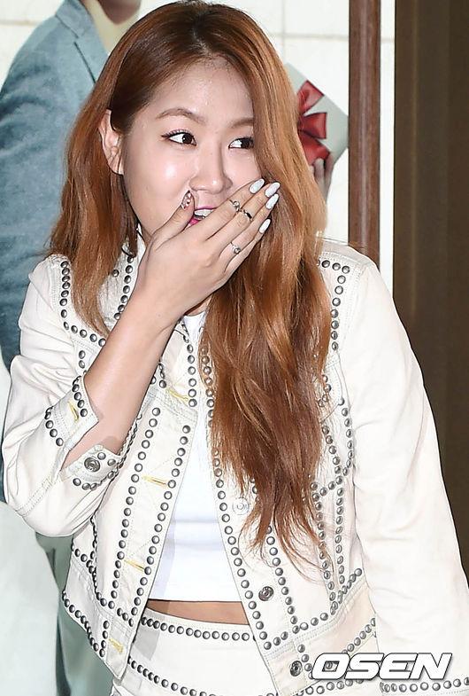 *SISTAR的昭宥(歌手) (所以昭宥對韓國人來說~就是那種女漢子的印象XD)
