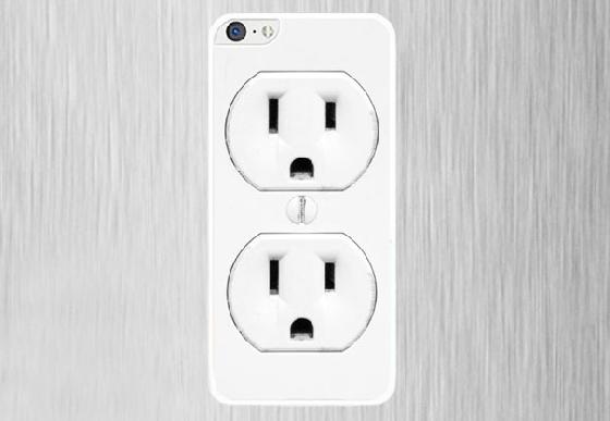 不好意思你的手機可以借我充電嗎?