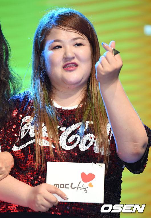 不過還有一位重量級嘉賓!搞笑藝人李國珠XD 大家應該都想跟女團成員同一組吧~怎麼辦咧XDD