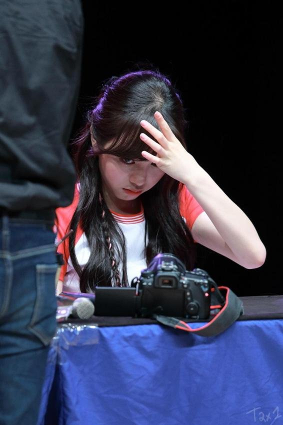 聽說有粉絲聽到珉娥被罵的大概內容  粉絲:你練習生當幾年?(半語) 珉娥:__年程度有吧(敬語) 粉絲:歌手應該要會唱歌吧!把做臉的時間拿來練習唱歌吧!不然我們就FB見~  媽呀~這根本是威脅吧?