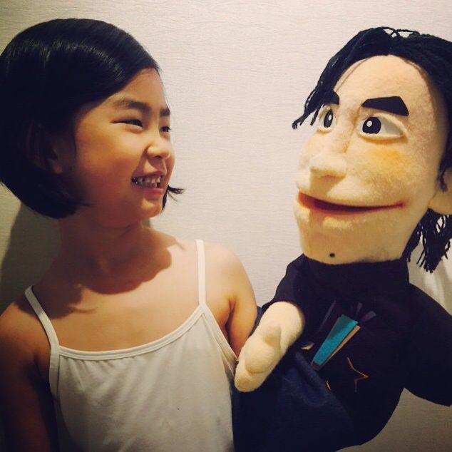 """收到時很開心,可是光想到要擺在哪才好就開始頭痛了!@@"""" 再說玩偶這東西也是有個人喜好~ 像你就不會猜到Tablo的女兒Haru喜歡這種人偶娃娃吧?"""
