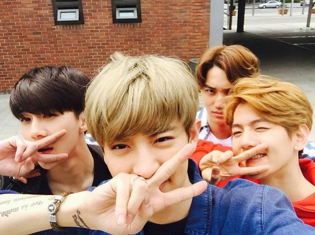 粉絲福利再一發!在日本的行程結束後,感謝大家的支持,除了自己以外,還跟其他成員們一以感謝粉絲~作為EXO的歌迷,真的好幸福啊!(真的很喜歡勝利V-POSE耶!)