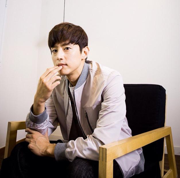 權律(本名:權世仁)韓國電影演員,所屬於Saram娛樂經紀公司,畢業於中央大學演劇系。