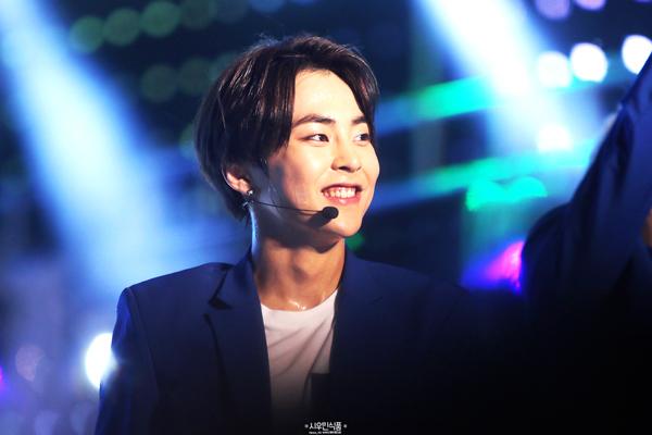 只要看到他的笑容,不自覺地就會跟著想笑^^''