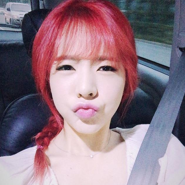 先來說說這次染的紅頭髮吧~意外獲得許多好評唷~