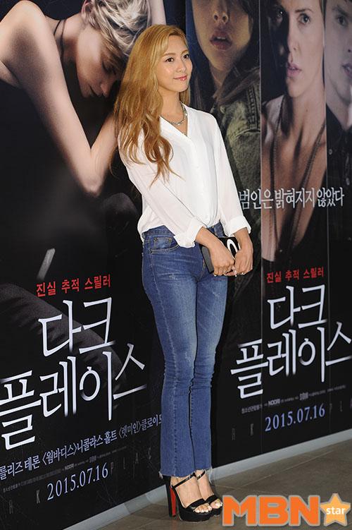 這是上周四在首爾舉辦電影《暗處》的首映會時,出席活動的Luna近照 不但衣著跟長髮都充滿濃濃女人味之外,連臉都讓記者大人們驚艷!
