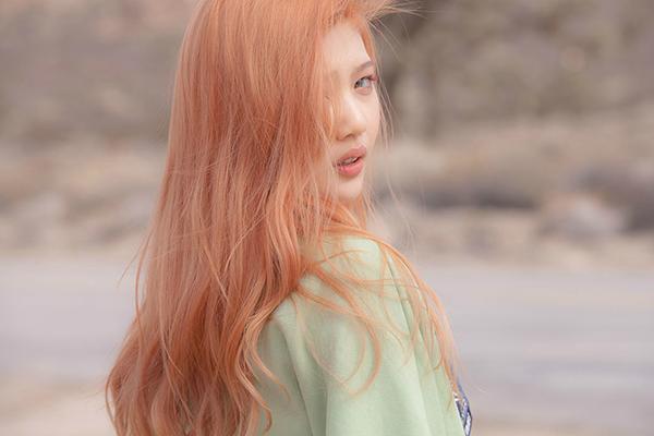 跟她超級明星臉的是~女子偶像團體Red Velvet的成員—JOY!!!!
