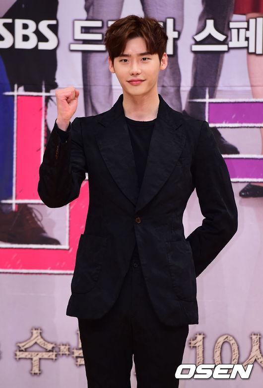 不知什麼時候開始,就像彗星一樣突然出現的Top Star李鐘碩!跟其他人非常不同的風格,刺激女性觀眾們的母性愛,雪白的皮膚,堅強的演技實力,已經在世界各地都擁有粉絲的他,是韓流明星無誤!