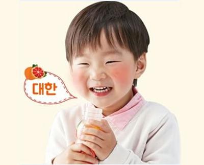 比起前面幾位哥哥,年紀更小的大韓,已經懂得照顧兩個同年的三胞胎弟弟,甚至還會照顧把拔呢:)