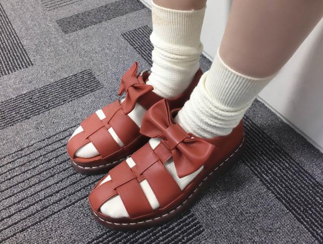 整個造型很強眼的這雙涼鞋是Agyness Deyn For Dr.Martens 2013 S/S 的商品~因為是限量版,現在已經買不到了~QQ(意外透露公司的好野人?)