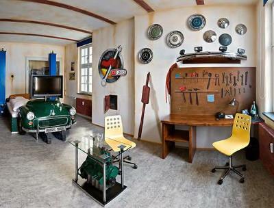 最後這間車庫風格的車房,是妞編輯覺得最有趣的...  大家有注意亮點在哪了嗎?