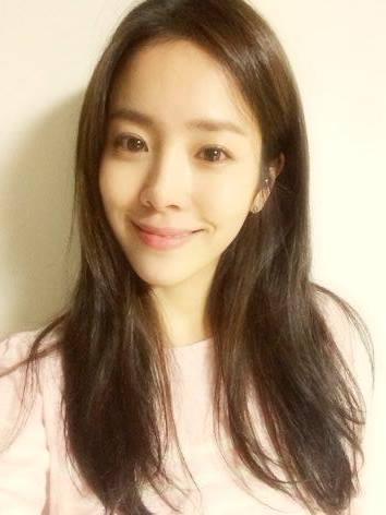 接下來網友就對比天然美女~例如有演員韓志旼