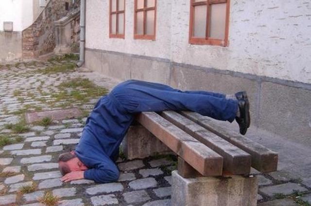 張開眼睛,發現自己睡在一個陌生的環境.....?