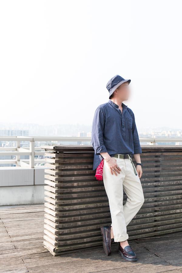 通常男生的造型都比較素~這時候放一條亮色系的方巾~是不是整個質感UP UP?