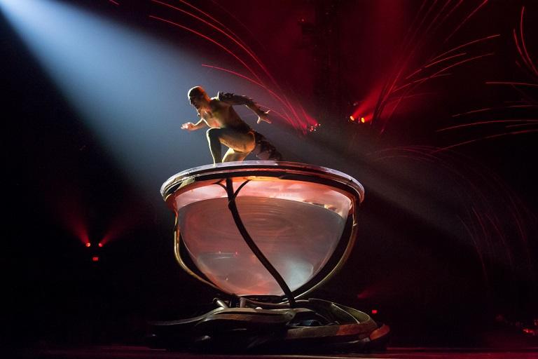 上一秒猶如天使,下一秒好似惡魔出現!千變萬化的場景和表演,最棒的表演無誤!!!!