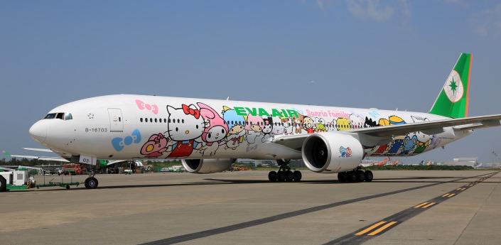 從外觀就以凱蒂貓打造的這台飛機都紅到韓國啦!是我們鼎鼎大名台灣航空公司「長榮航空(Eva Air)」所有的唷~