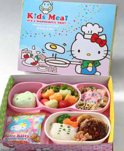 搭乘前如果先事先選擇兒童餐的話,用餐時也會有滿滿的凱蒂貓陪伴