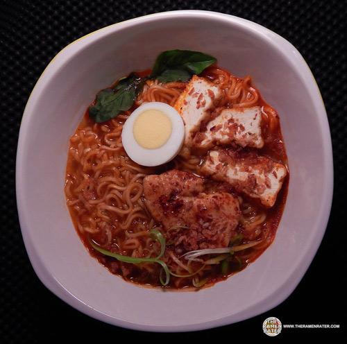 第8名來自新加坡的辣咖哩泡麵,光湯的顏色就讓你先辣到吞口水!聽說泡麵本人(?)比照片看起來辣味更強烈~