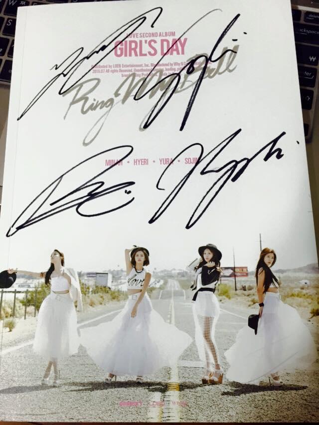 這次睽違一年再發行的第二張正規專輯<Love>,包含熱門曲目,一共有13首歌!PIKI更是收到親筆簽名!