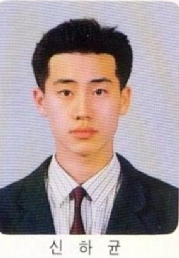 10. 申河均  哇~申大叔年輕時好清秀啊!