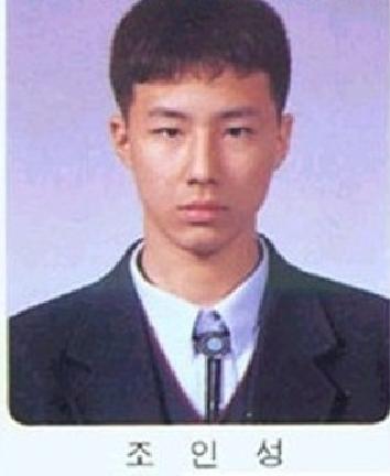 16. 趙寅成  從小就有一臉,非常....有自我風格的長相呢!