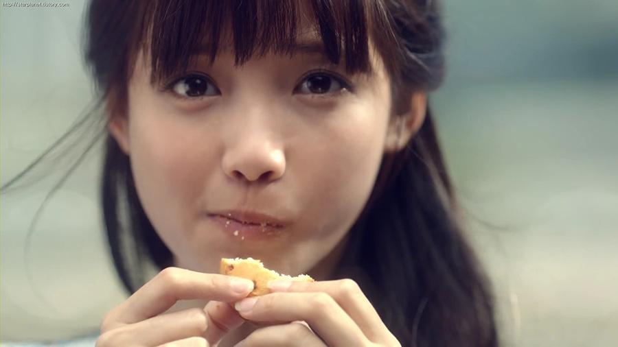 她有「國民小烏龜」綽號(因為像傑尼龜一樣可愛嗎XDDD) 她陽光般的微笑,讓很多男性同胞們的心都為之傾倒~特有的爽朗表情&可愛的魅力讓她在韓國人氣直線上升!
