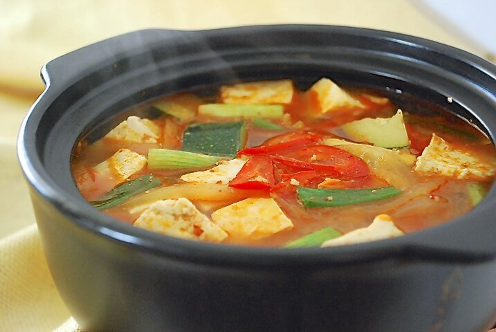 第5名. 大醬湯 (韓式味噌湯)  對於不習慣大醬味的人來說....也是有可能討厭的吧...(話說小編剛開始也是非常不習慣大醬的味道,但不知道哪天開始就慢慢愛上了!!!!)