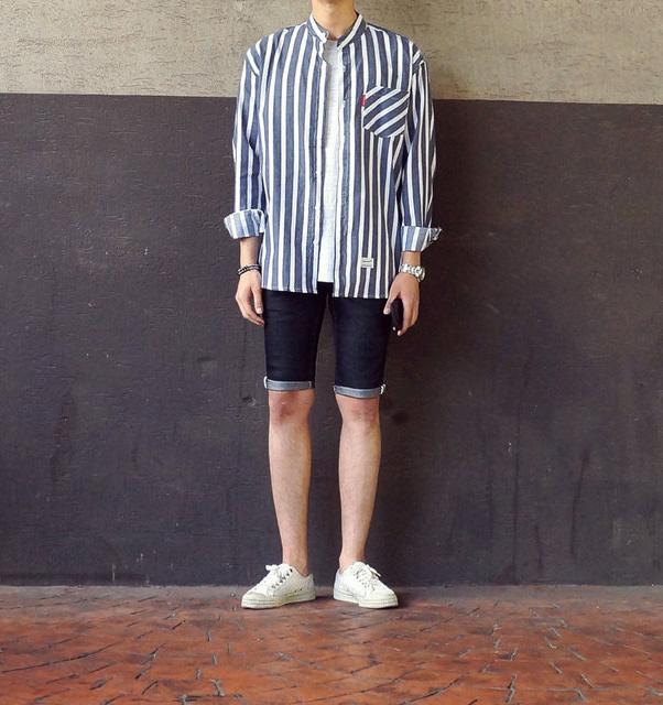 或者是搭牛仔短褲和線條外套也是最近時下年輕人會嘗試的造型
