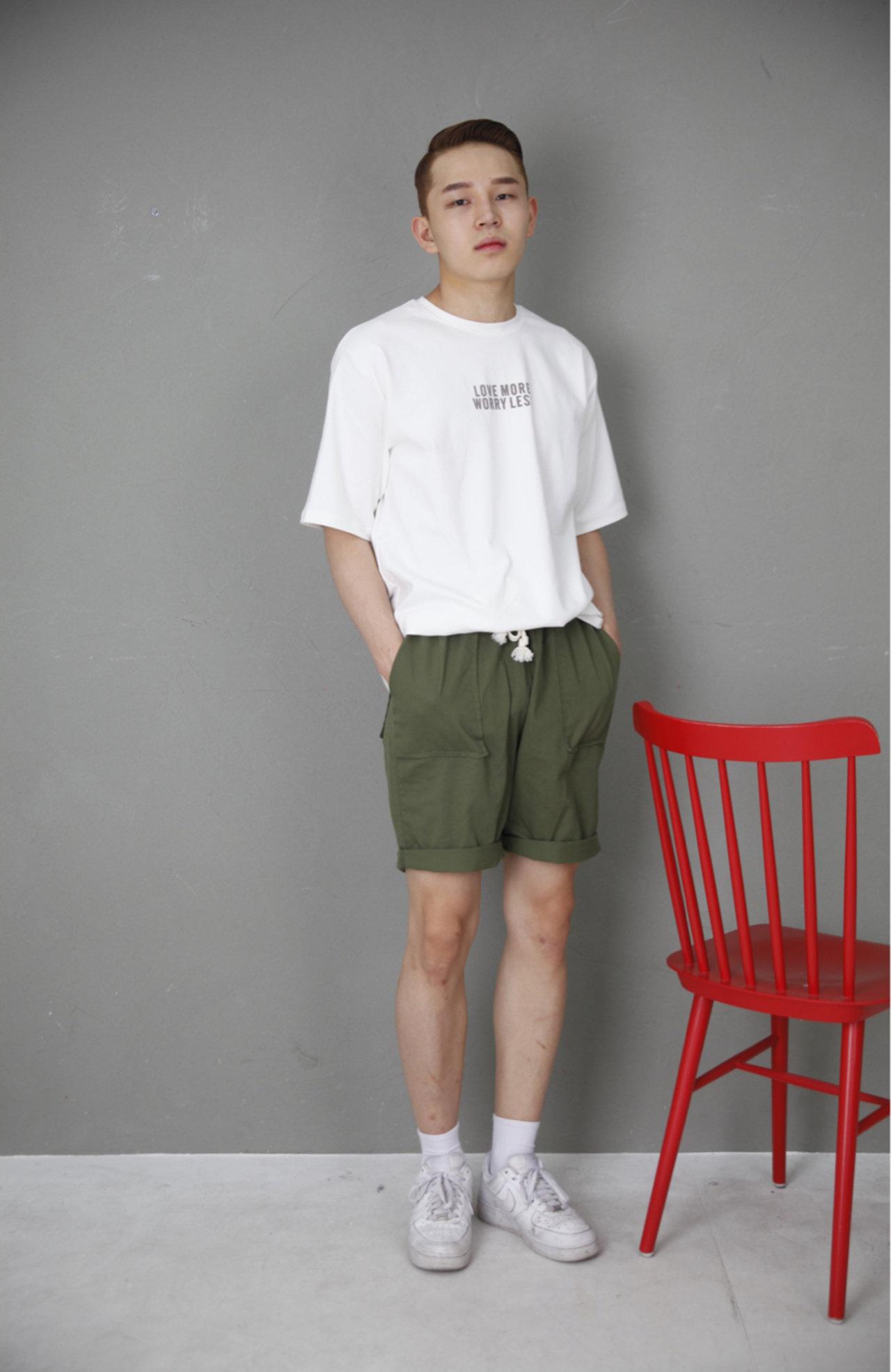 4. 短袖衣 + 短褲   這次小編真的沒騙你,是涼爽的搭配了!