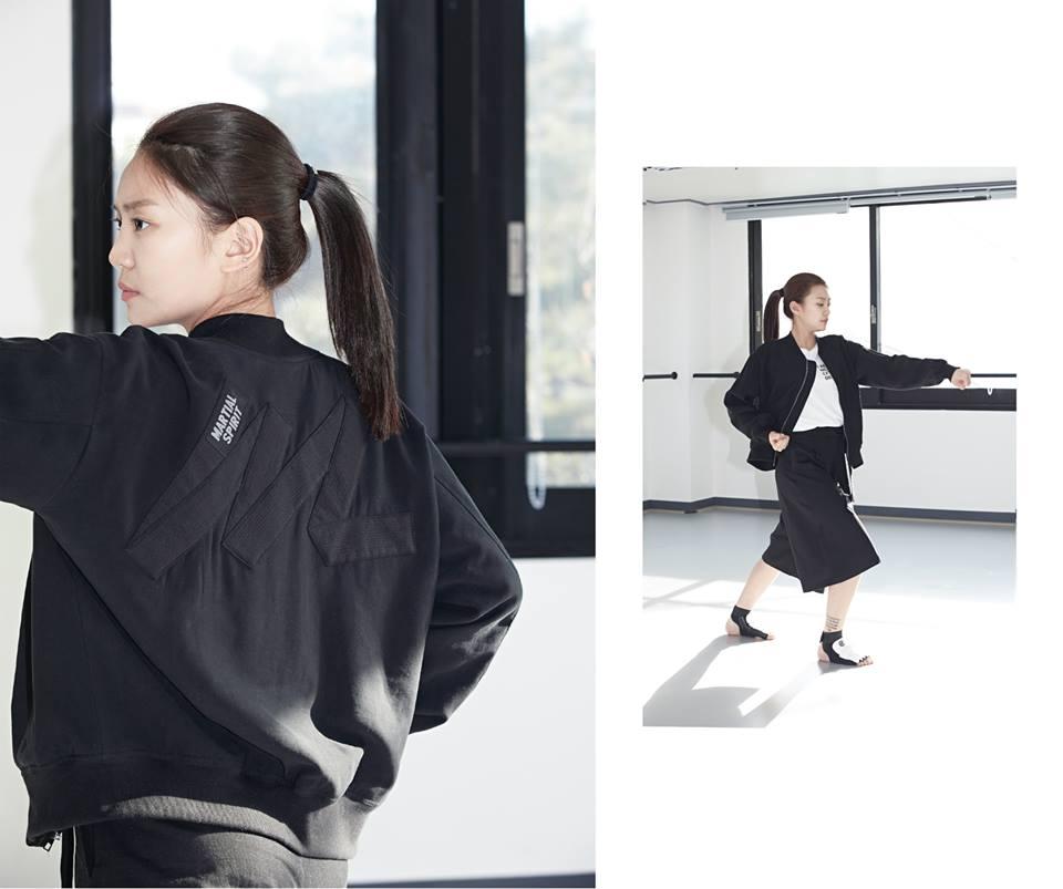 [2015 S/S Belt Derail Blouson (黑/白)] 外套上繡了跆拳道服的外腰帶,展現了一般簡單的跳線式圖案,黑色果然就是簡單的真理 !!