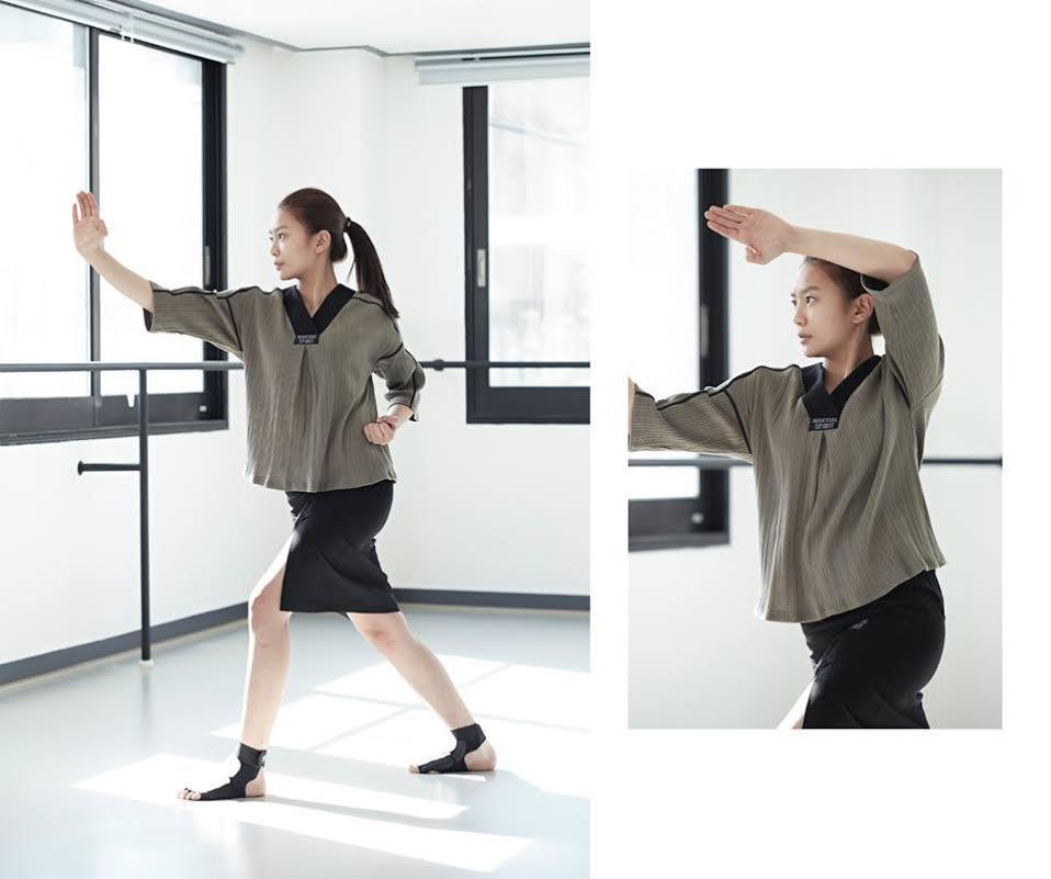 [2015 S/S V-neck Line T-shirt (卡其色)]  V領的設計和可以感受到傳統美的七分上衣,有點韓服的味道!
