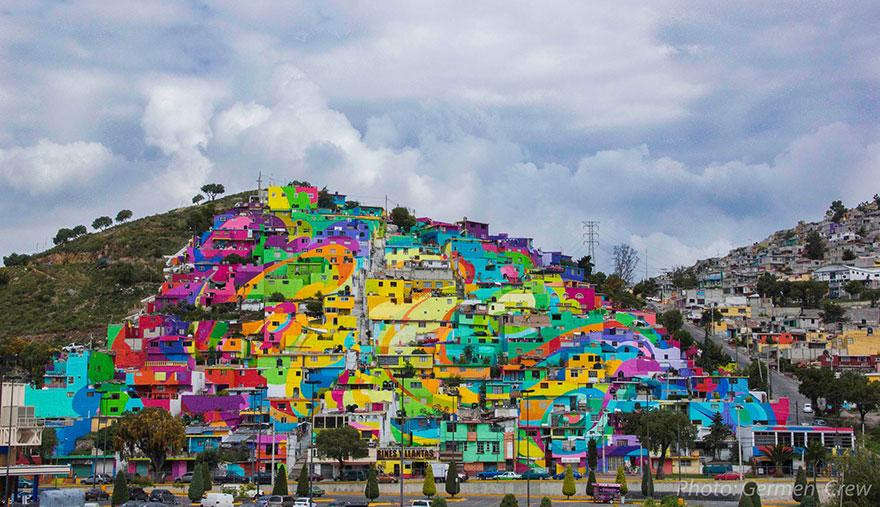 在墨西哥的Pachuca,有個叫Palmitas的小村莊,村莊以五顏六色、花花綠綠的外貌吸引了大家的注意 (這讓小編想起釜山也有類似的村莊!)