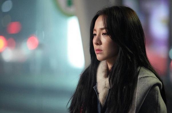 韓國演藝圈如果有一個最強童顏的排行榜,2NE1的Sandara一定會榜上有名