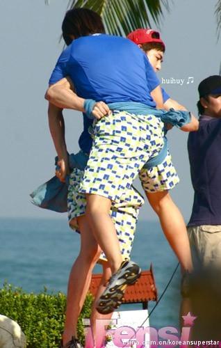 接著是Super junior的東海~纖細的小腿肚!!!