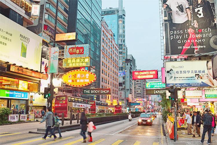 大眾交通便利,只要持有香港八達通卡(台灣的悠遊卡),幾乎所有交通工具都能使用,讓旅客可以自由穿梭的城市