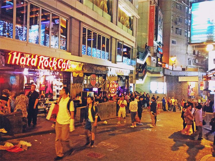 4. 在蘭桂坊享受香港的夜生活 就好像韓國的梨泰院,在這裡可以盡情喝酒、玩樂!!!