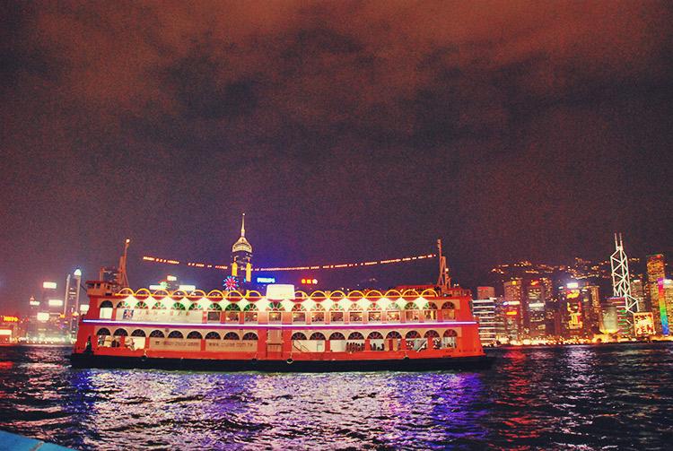 作為參考,最佳觀賞的地點是九龍尖沙咀的九龍公眾碼頭、香港星光大道,還有金紫荊廣場旁的灣仔海濱花園(觀賞九龍部分),以及天星小輪之上