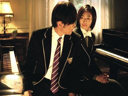 轉學到藝術學校的葉湘倫,在父親的影響之下,鋼琴琴藝過人,可說是天才!