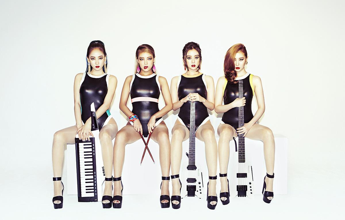 好不容易重組回歸為4人團體的Wonder Girls,有點宣示重回女子天團的意味!別忘了,Wonder Girls現在官方粉絲團的人數還有7萬多名,在女團粉絲團排行僅次於少女時代跟Apink呢~粉絲動動手指頭投票應該也是滿驚人的?