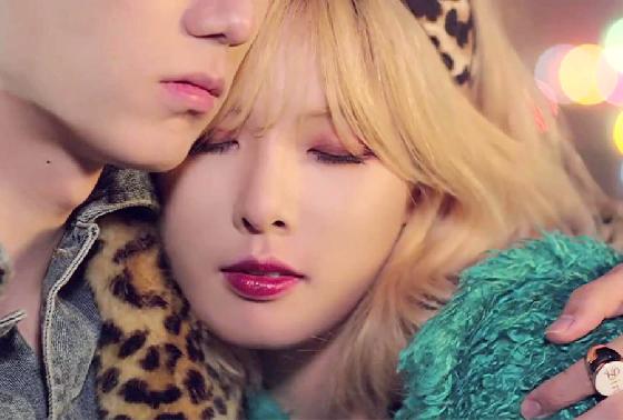 性感小野馬泫雅在MV〈Trouble Maker〉裡也是擦上橘色系眼妝,不僅讓她看起來更楚楚可憐,迷濛的眼神超性感的啊!
