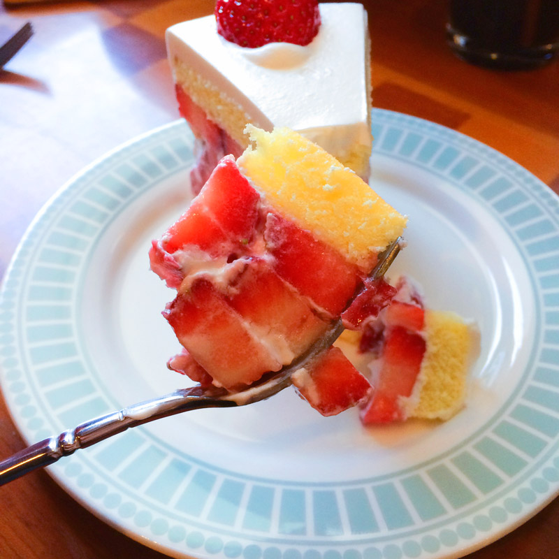 看到嗎??裡面是滿滿的草莓耶~~看起來鮮豔欲滴!!!