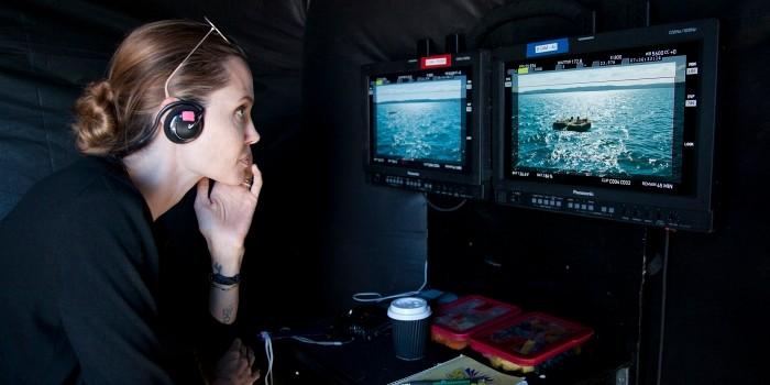 自從裘莉跨身導演界,擔任起導演角色以來,這是她第三部導演的作品