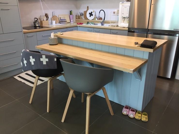 為了小朋友而刻意設計兩階的桌子,是不是很貼心