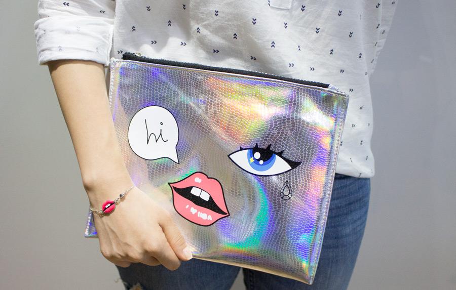 更扯的是,既然和飾品品牌合作,一定會推聯名小物,例如這個手拿包跟手鍊....因為韓國有活動推出買彩妝2萬元以上(約台幣近600元),就會送手鍊或戒指