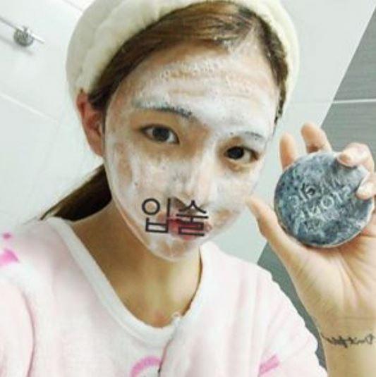 小小肥皂能搓起這麼多綿密的泡泡,感覺臉部清潔做得相當徹底。