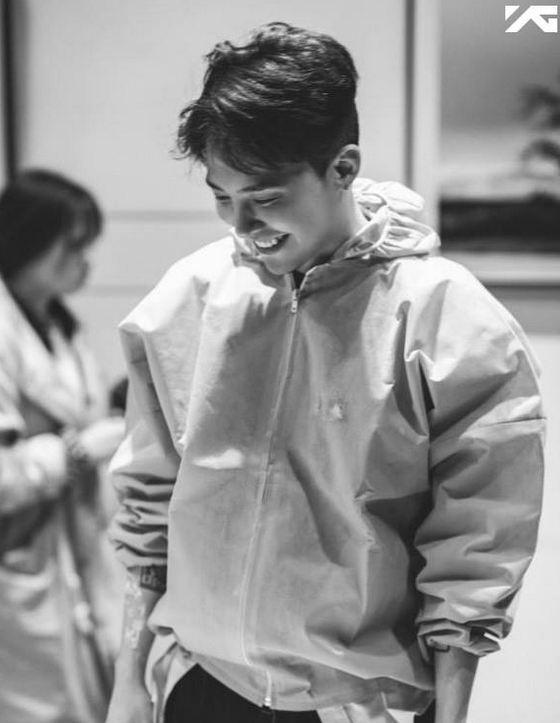 # BIGBANG G-Dragon (雞湧可不可以不要笑得這麼甜O(∩_∩)O〜)