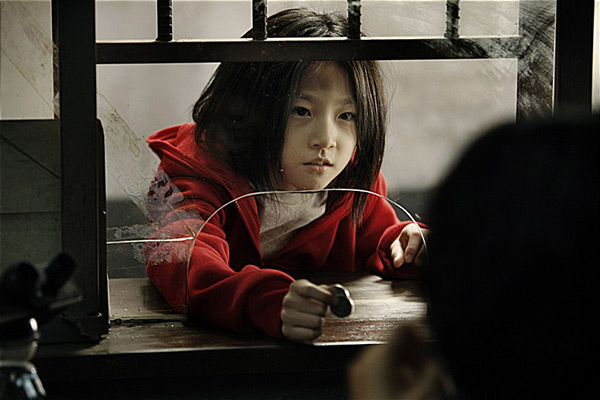 還記得電影 <大叔>裡,讓元斌奮不顧身拯救的小女孩(本名金賽綸)嗎?